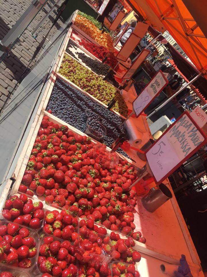 Ярмарка на Рыночной площади в Хельсинки