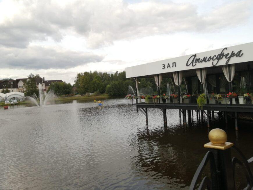 Ресторан наводе «Атмосфера» напротив комплекс «Экотель»