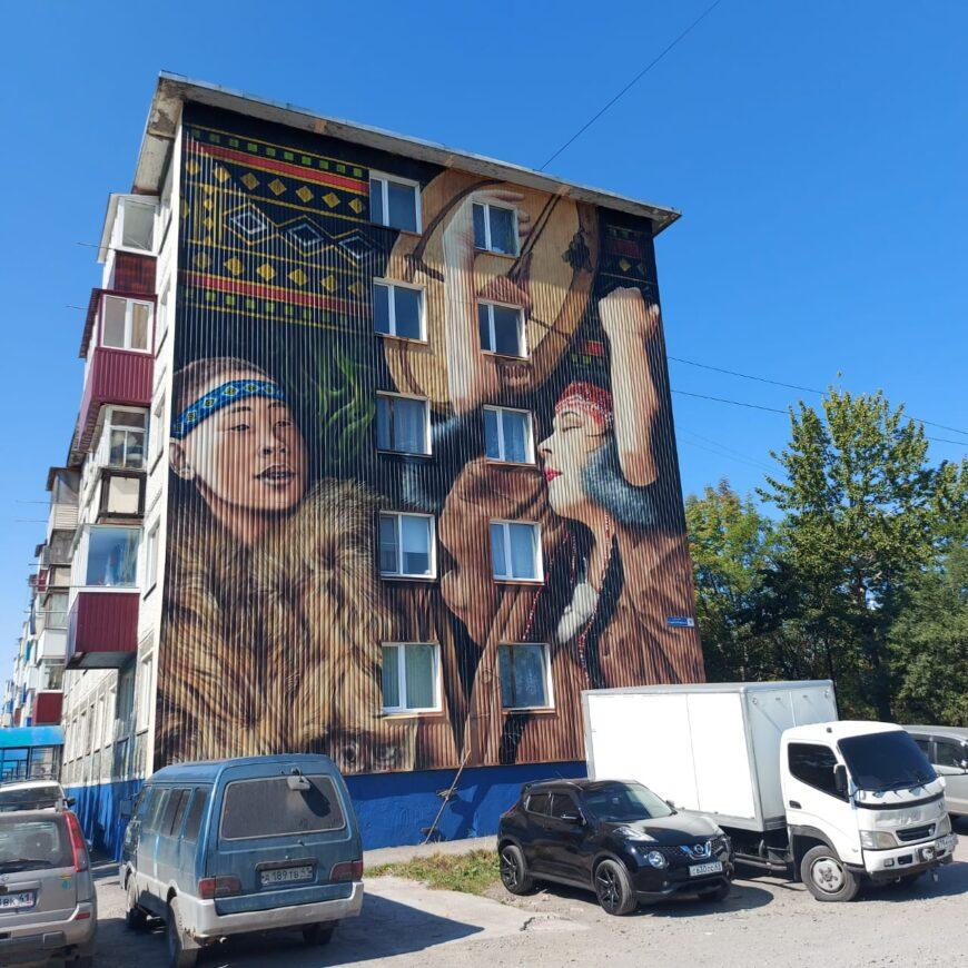 Видимо по примеру Чукотки вот такой красотой украсили некоторые дома в этом году