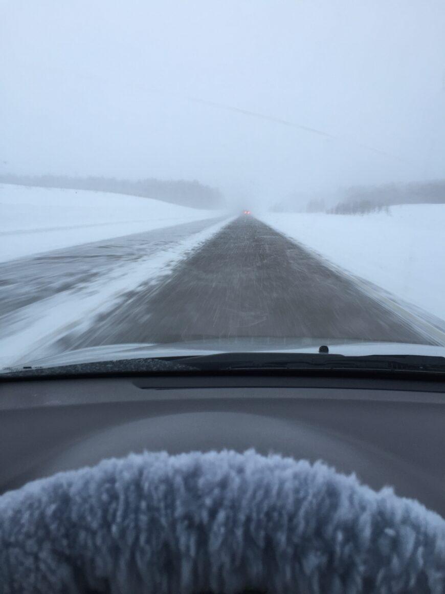 Снежная зима где-то в Сибири