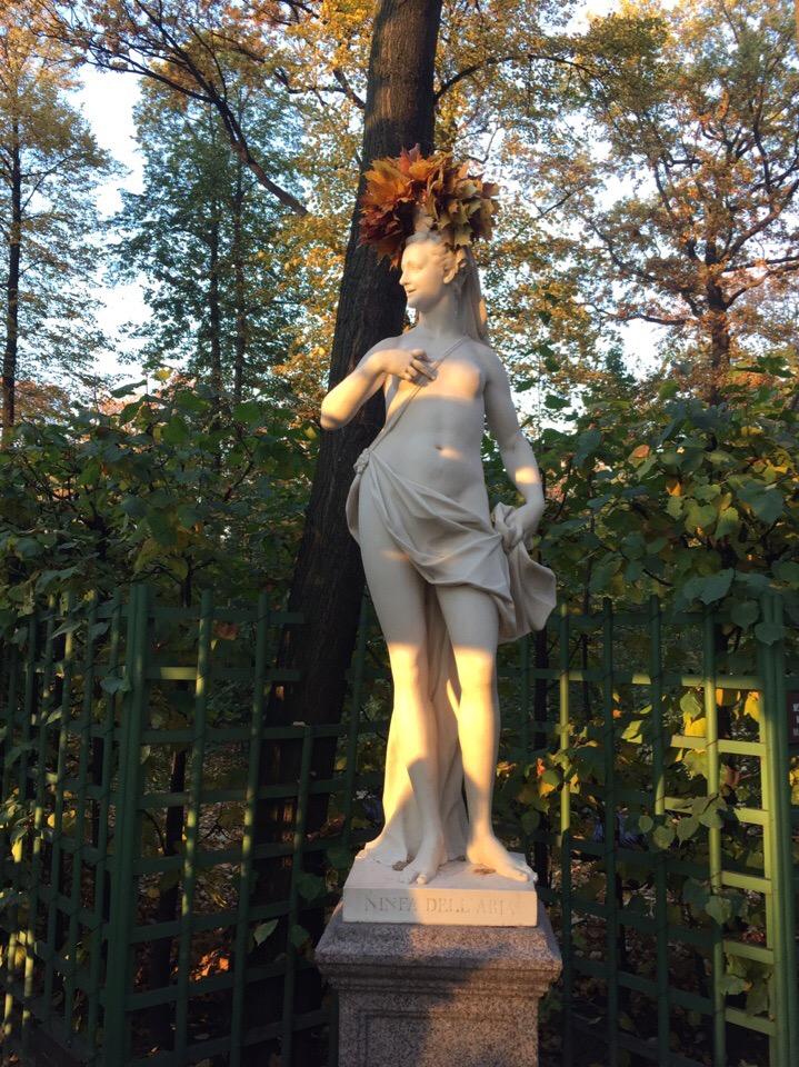 Осенние фигуры в Летнем саду. Произведения итальянских мастеров 16-17 века, купленные Петром 1