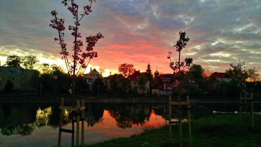Закат на озере. К слову сказать, эта красота в 200 метрах от моего дома