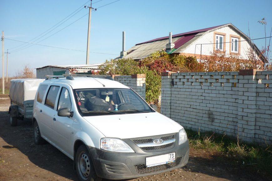 Наш дом в Ульяновской области и загруженная машина перед началом пути