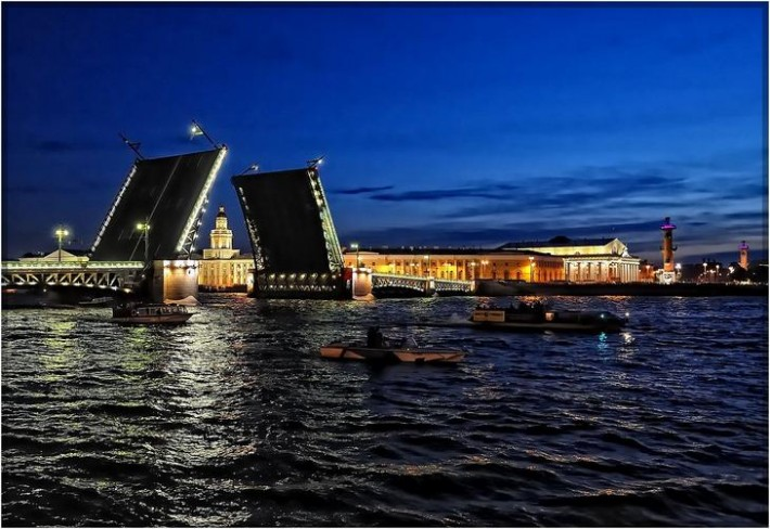 Белые ночи – прекрасное время, чтобы посмотреть развод мостов