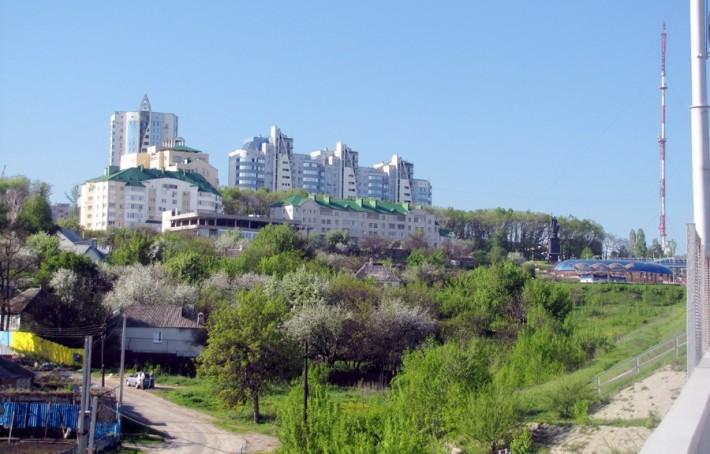 Контраст построек в Белгороде