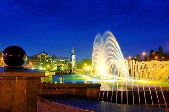 Светомузыкальный фонтан на площади Петра Великого