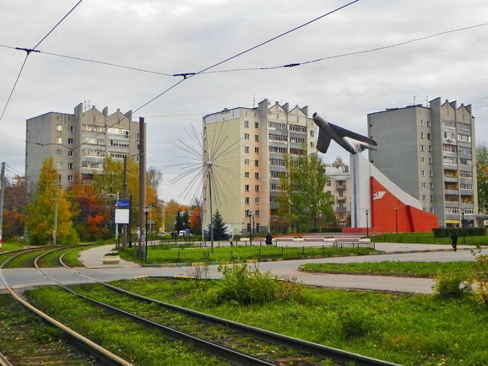 Самолёт-памятник МиГ-17 на улице Баранова в Нижнем Новгороде