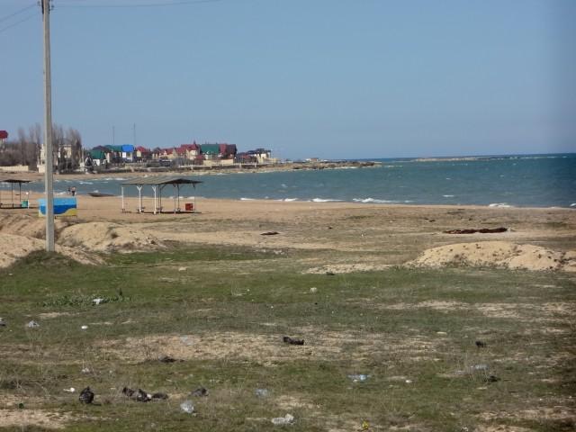 В районе карьера есть небольшой участок на берегу моря, застроенный особняками дербентских «олигархов». Это место дербентцы называют «рублевкой» или даже «Санта-Барбарой»