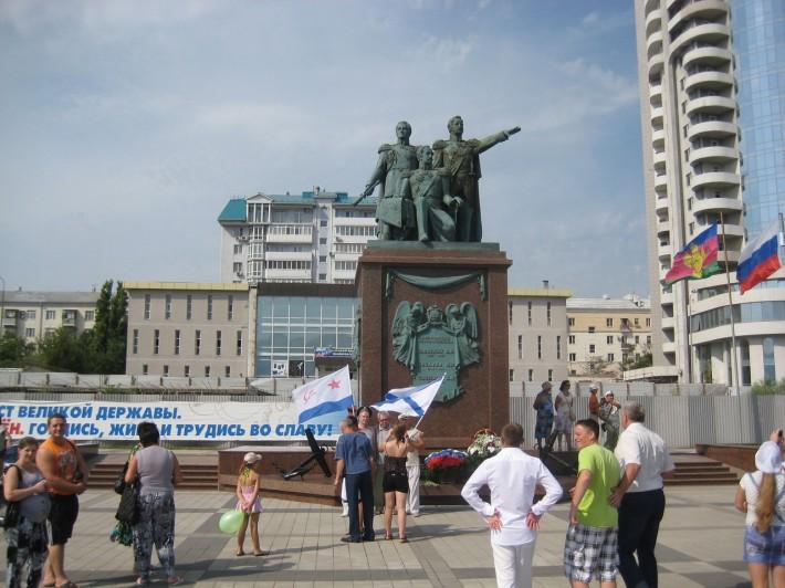 День ВМФ у памятника Основателям
