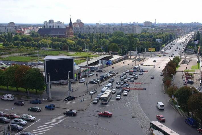 Дорога на перекрестке Ленинского проспекта и ул. Шевченко