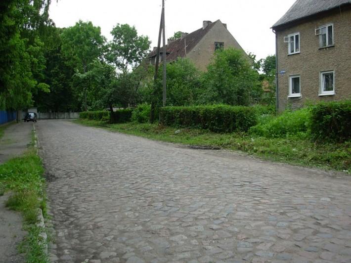 Древняя брусчатка по улице Спортивной