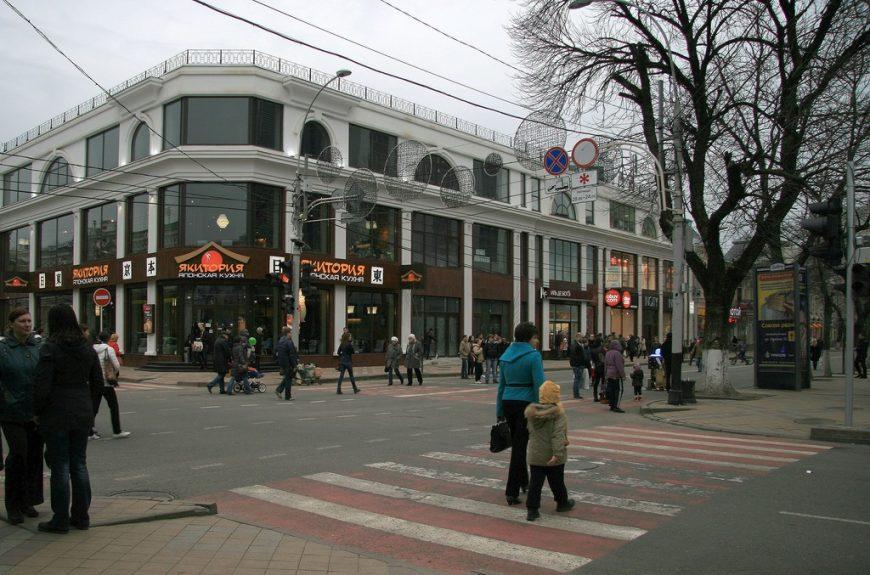 Краснодар. Ул. Красная весной
