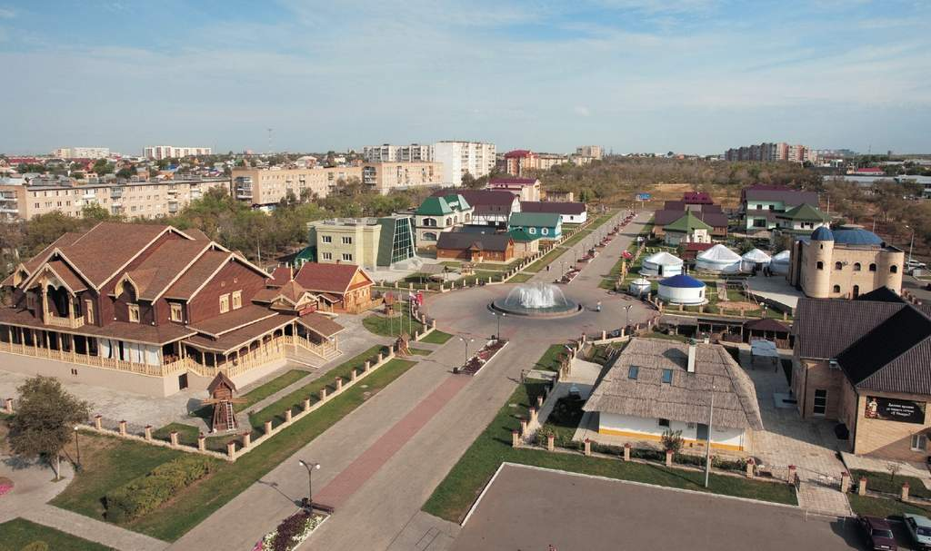 Национальная деревня в
