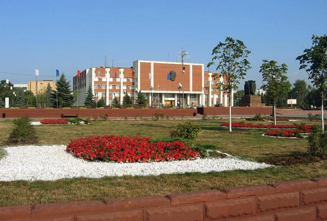 Октябрьская площадь и здание администрации Орехово-Зуево