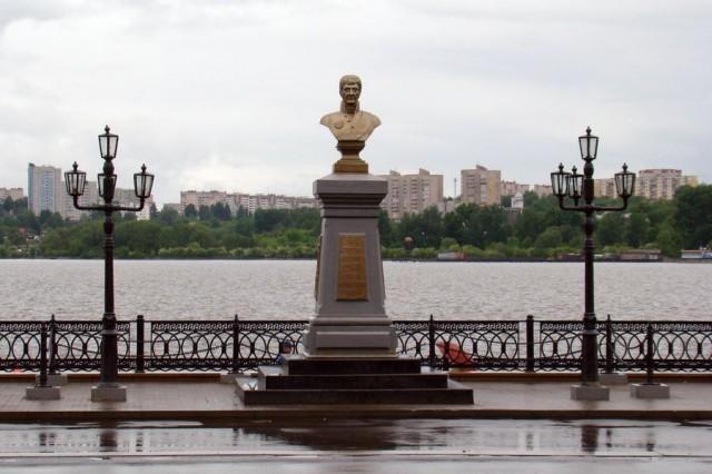 Памятник А.Ф. Дерябину на плотине Ижевского пруда