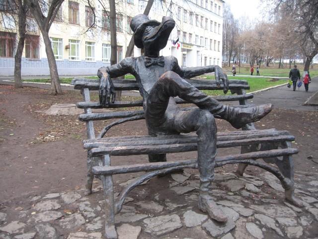 Скульптура крокодила