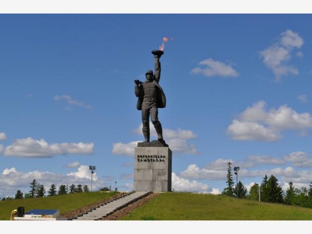 """Памятник """"Покорителям самотлора"""""""