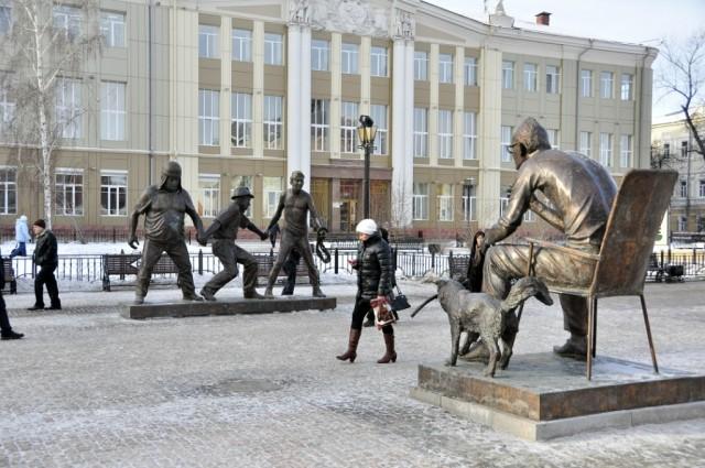 Памятник Л. Гайдаю и героям его фильмов