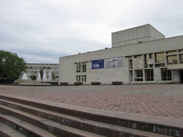 Фонтан у государственного Драматического театра