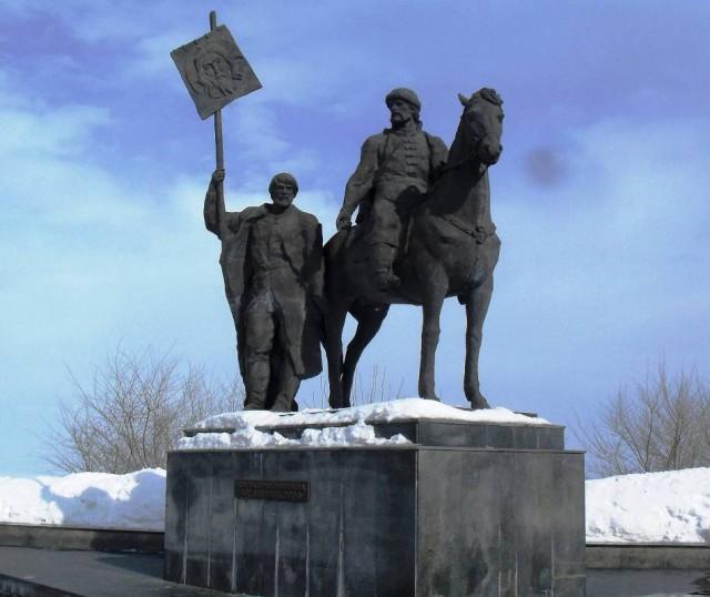 Ульяновск. Памятник основателю города Богдану Хитрово