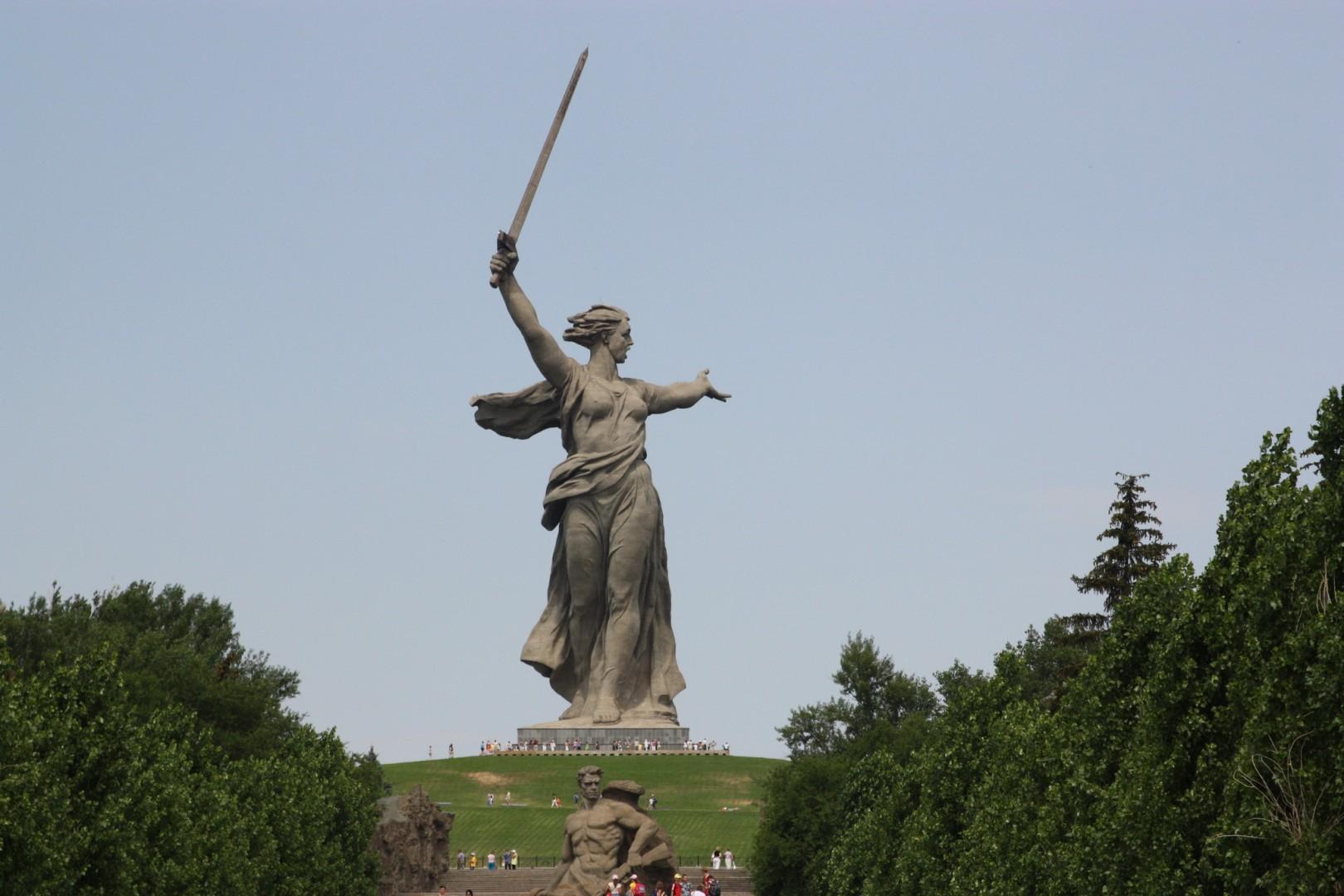 Памятники города волгограда великой отечественной дешевые цена на памятники в москве к 45 летию офицеры