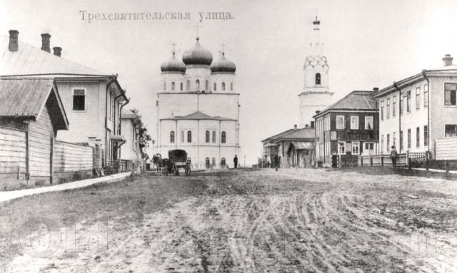 Трехсвятительская улица, ныне Коммунистическая