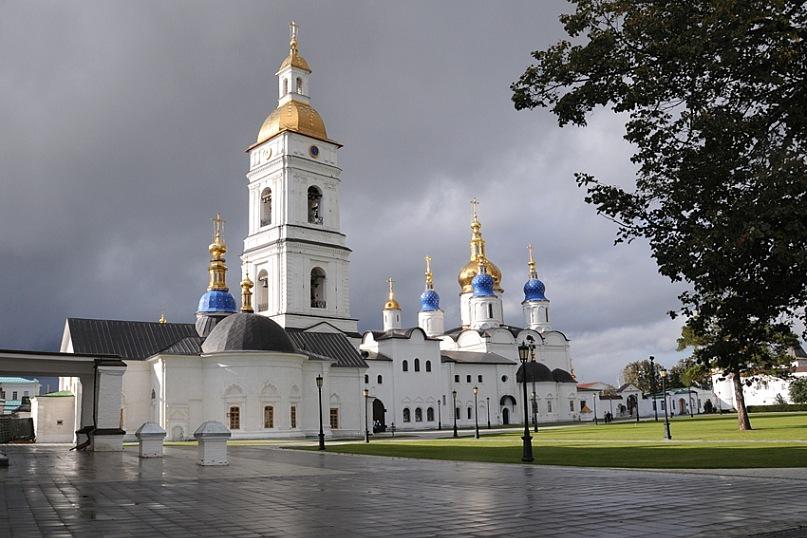 Успенско-Софийский Собор в Тобольске после дождя. Это вам не Омск, это ужасающе красивое зрелище!