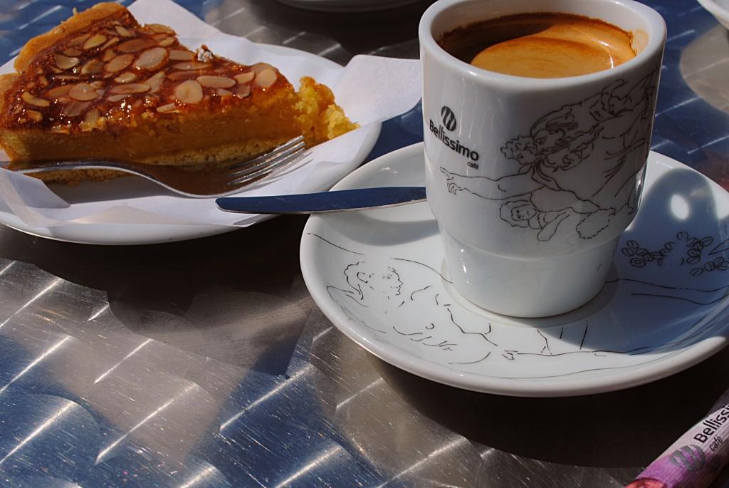 Большая чашка кофе + миндальное пирожное в довольно дорогом кафе = примерно 55 рублей