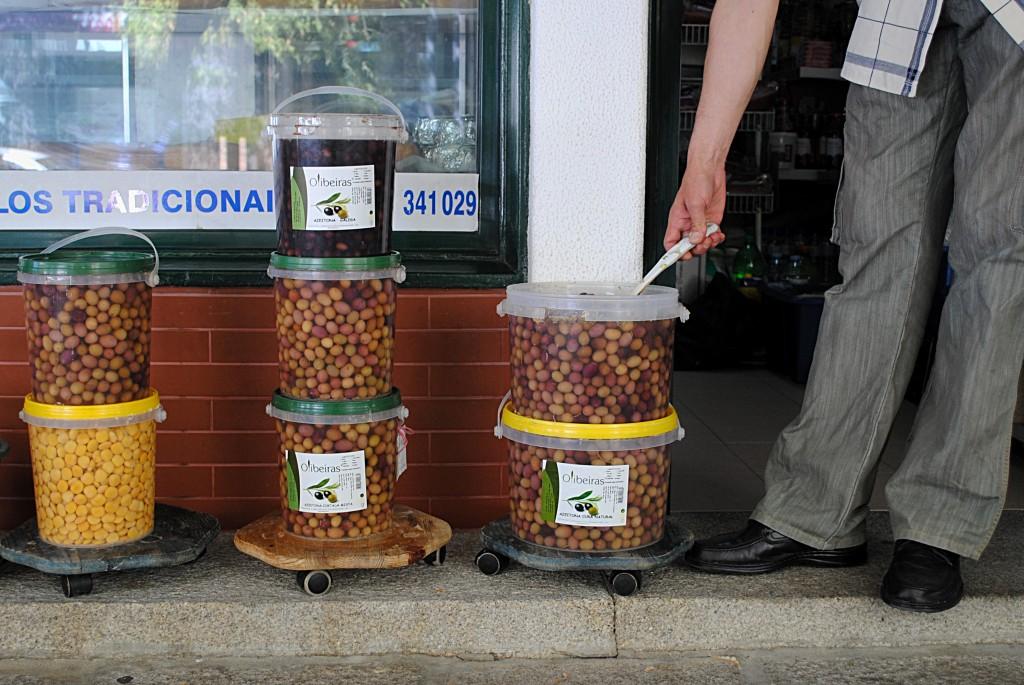 Маленькие баночки маслин и оливок. Цена 1 кг (без маринада!) = примерно 80 рублей