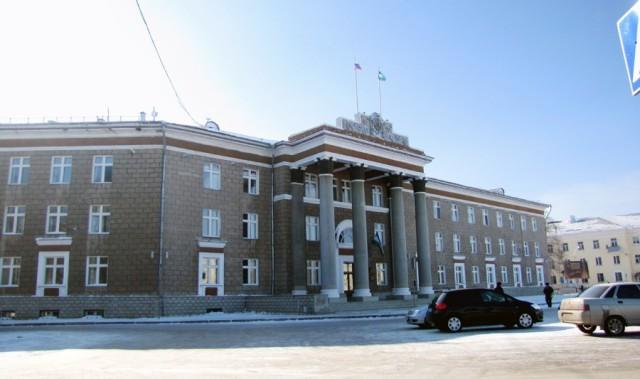 Площадь. Здание Администрации