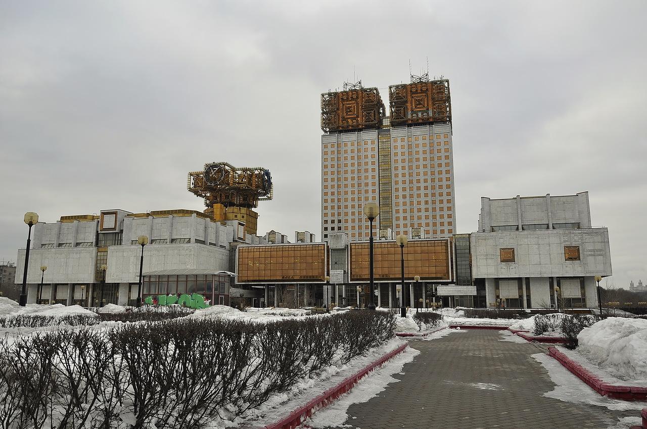 Должен ли пенсионер в украине при увольнении отрабатывать 2 недели или нет