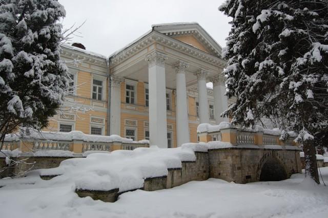 Главный усадебный дом в Узком
