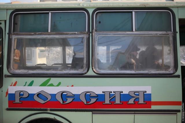 Чтобы спастись от холода, даже на окна автобусов ставят двойные стекла