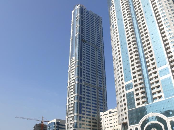 Высота подъемного крана дает представление о высоте домов