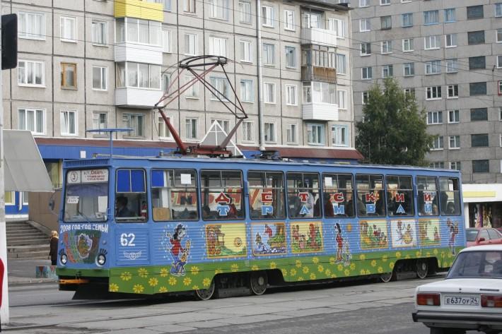 Дети в восторге от этого общественного транспорта