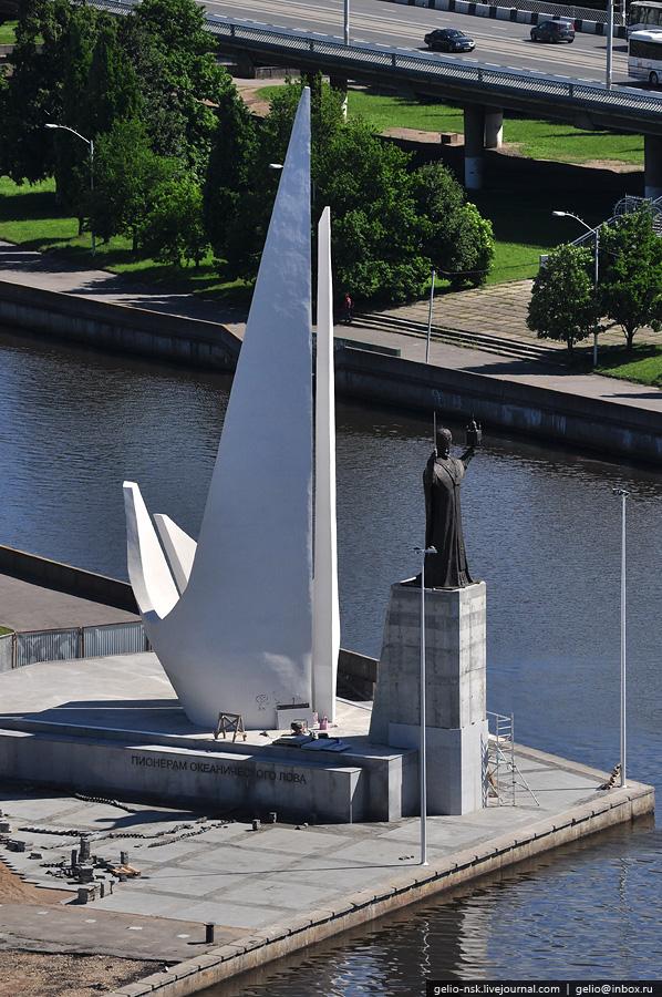 Памятный знак пионерам рыбопромыслового флота