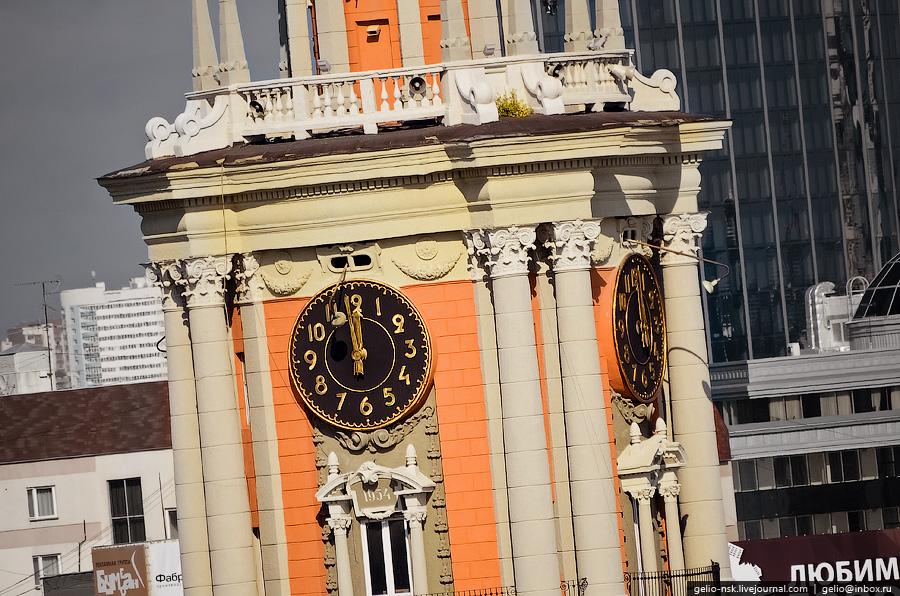 Часы на здании администрации Екатеринбурга