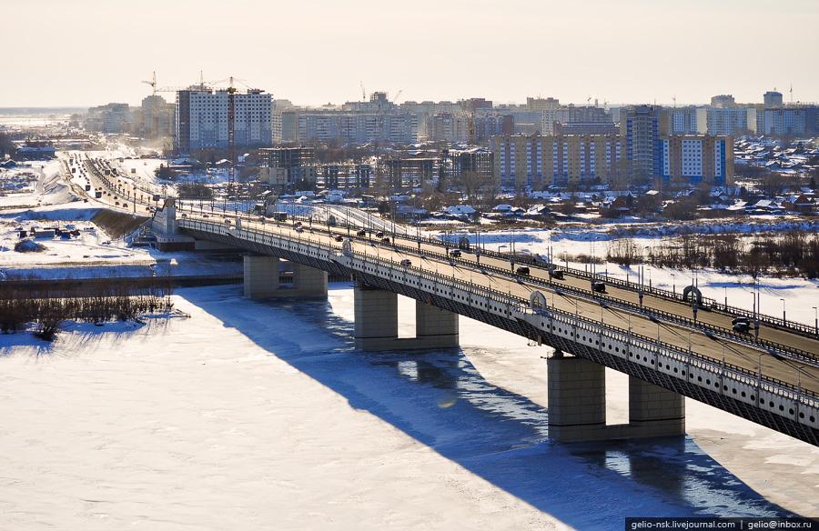 Строительство омского метромоста через реку Иртыш