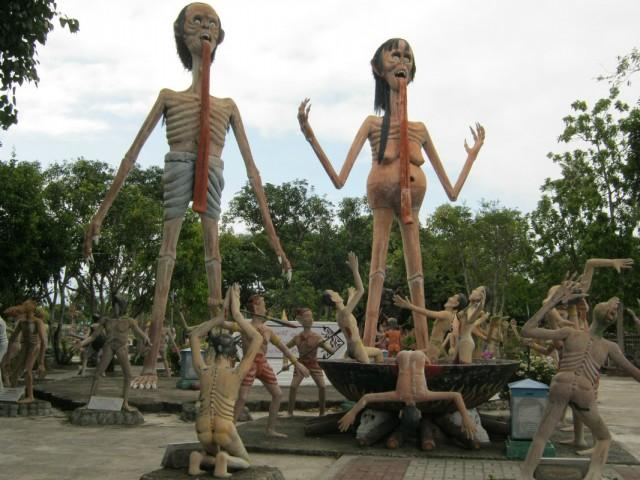В Храме Ада и Рая суеверные тайцы частенько замаливают свои земные грехи