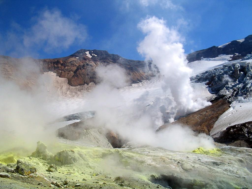 Извержение вулкана Мутовский