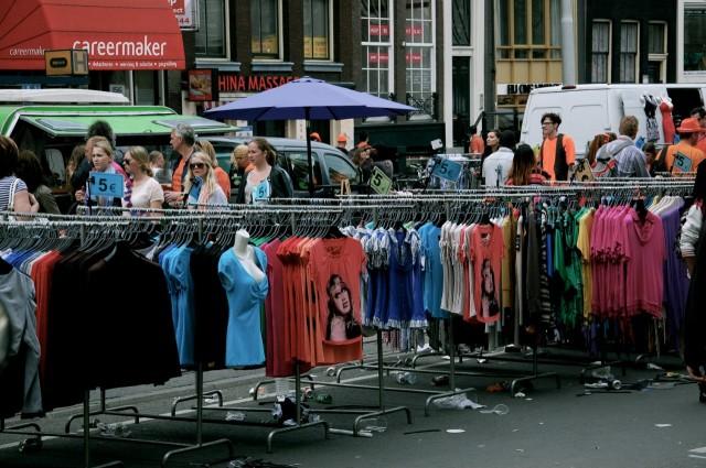 Амстердам. Так выглядит центр города вовремя празднования Дня Королевы
