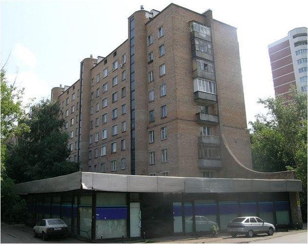 9-этажный кирпичный дом на ул. Просторной