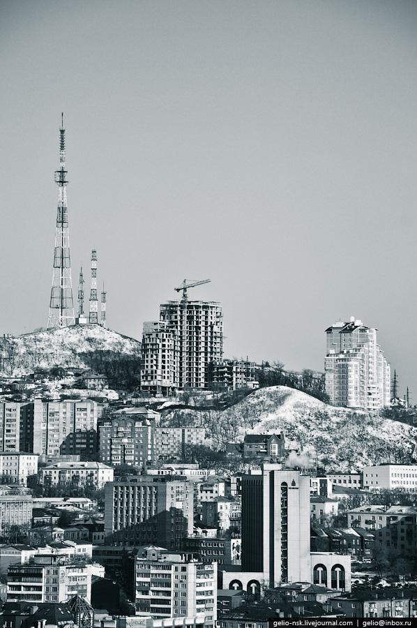 На горе установлена телевизионная башня. Высота - 199 м над уровнем моря