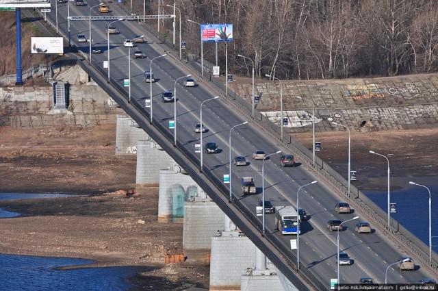 Мост был открыт для движения 1 ноября 1967 года