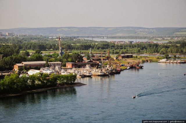 Затон (ремонтно-эксплуатационная база судов)