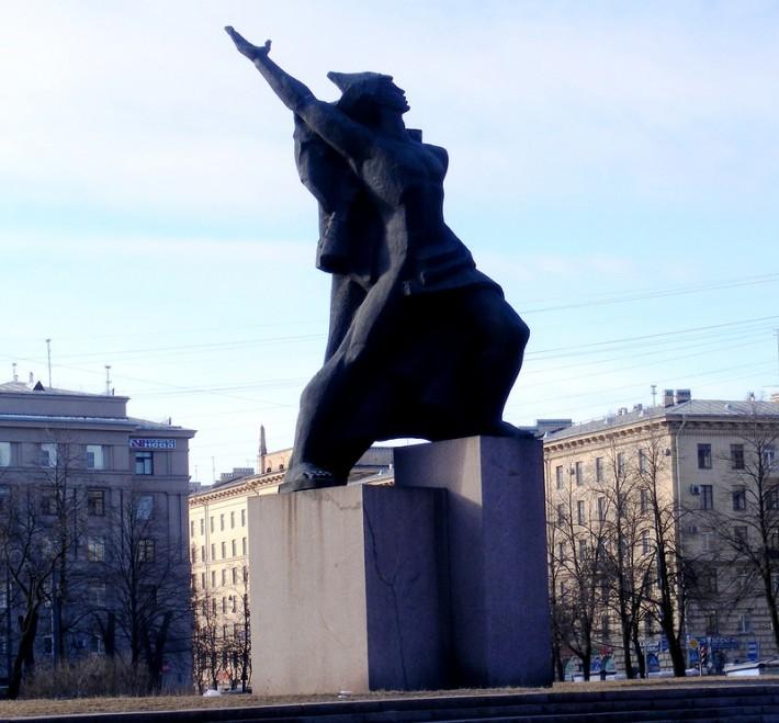 Памятник комсомолу