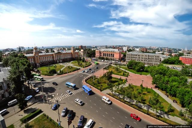 Пересечение улиц Сухэ-Батора, Желябова и Ленина
