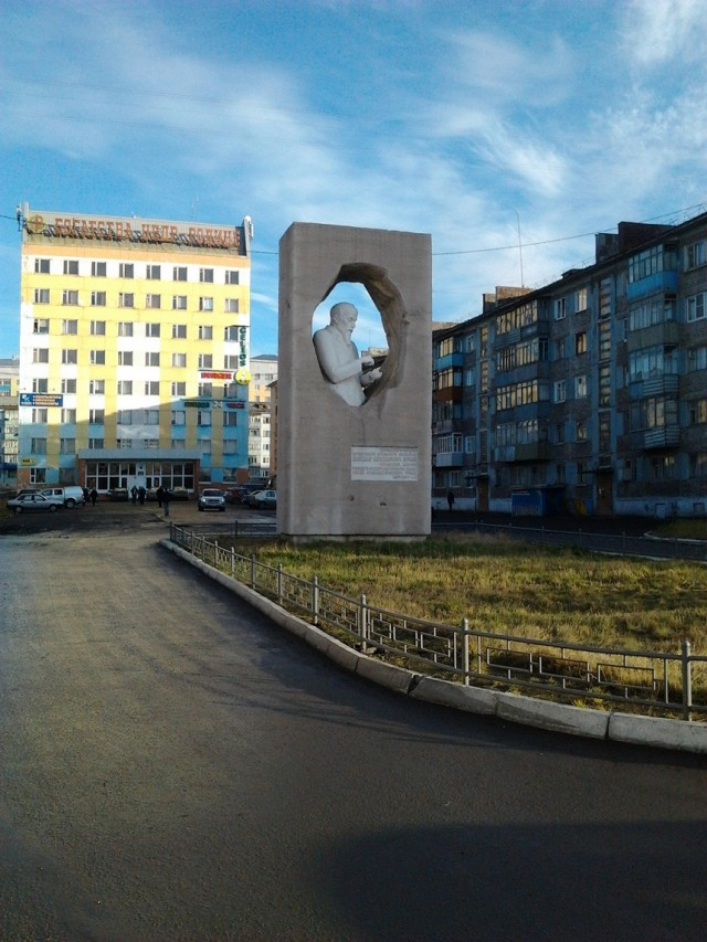 Памятник Чернову, тому кто нашел уголь на месте основания Воркуты