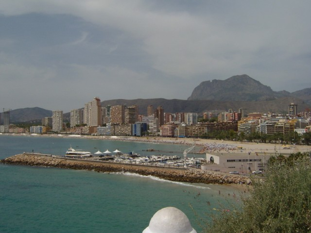 Правая сторона пляжа