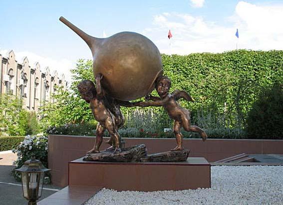 Самый популярный у отдыхающих памятник на КМВ (в Иноземцево)